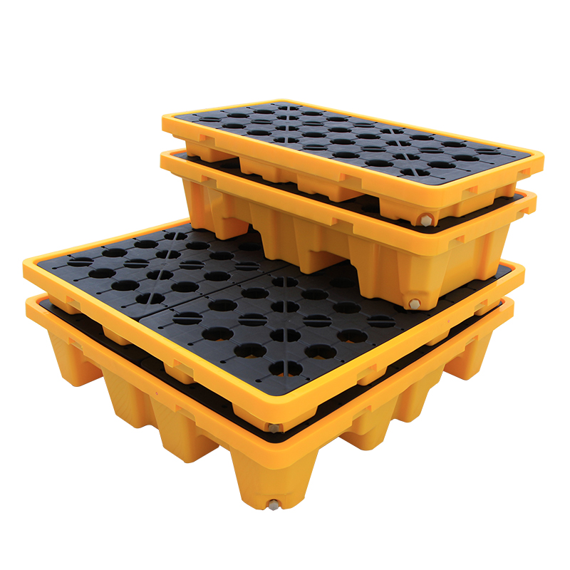 What should I pay attention to when using a plastic pallet?